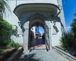 hotel_jaccarino_hotel_a_sant_agata_sui_due_golfi_massa_lubrense_sorrento_foto_c_ingresso_storico